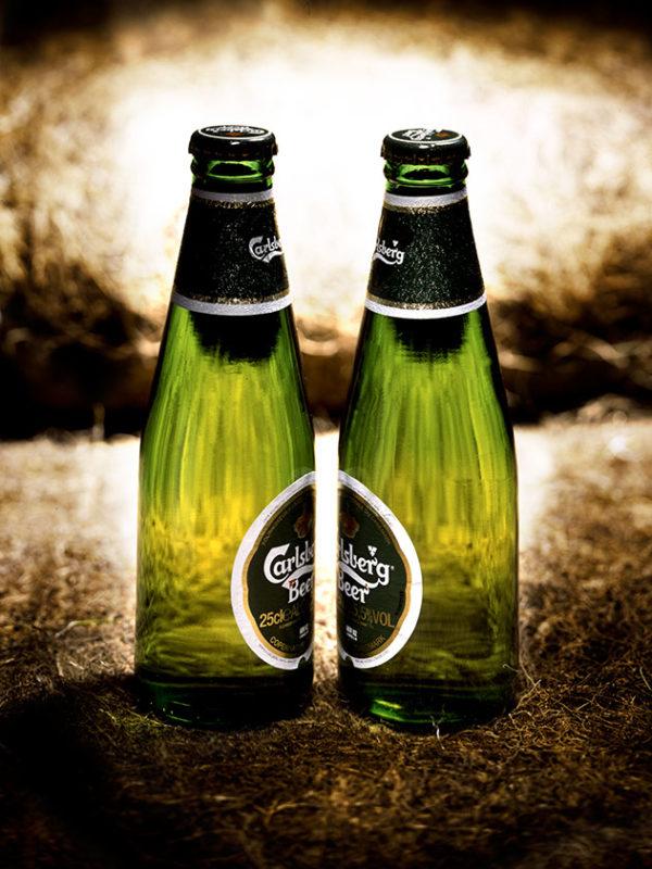 bouteilles de biere carlsberg face a face