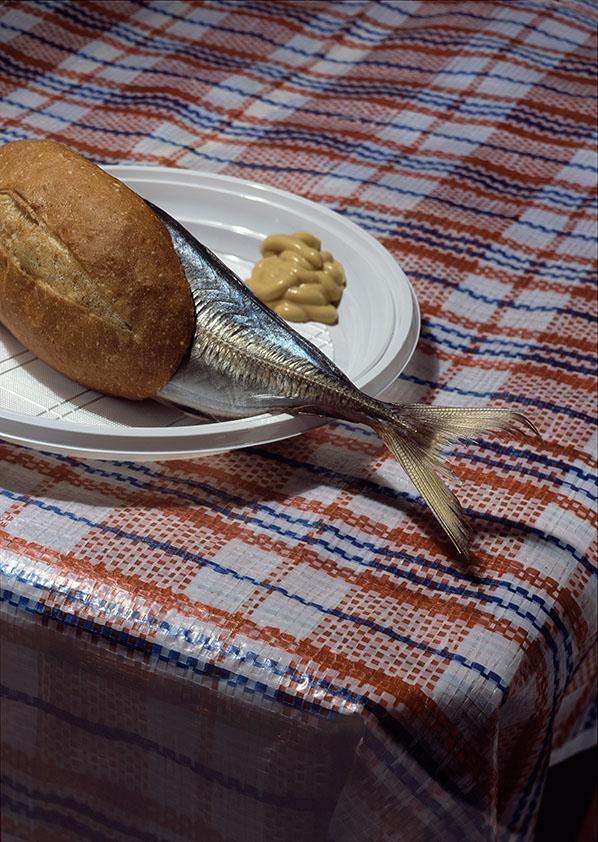 petits pains de poisson avec de la moutarde
