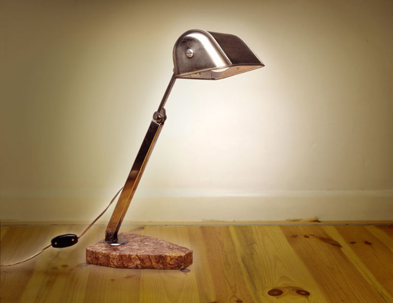 lampe de table en metal
