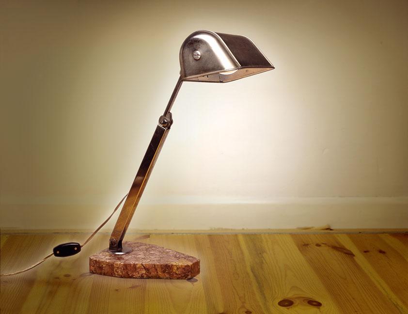 lampe de table en metal