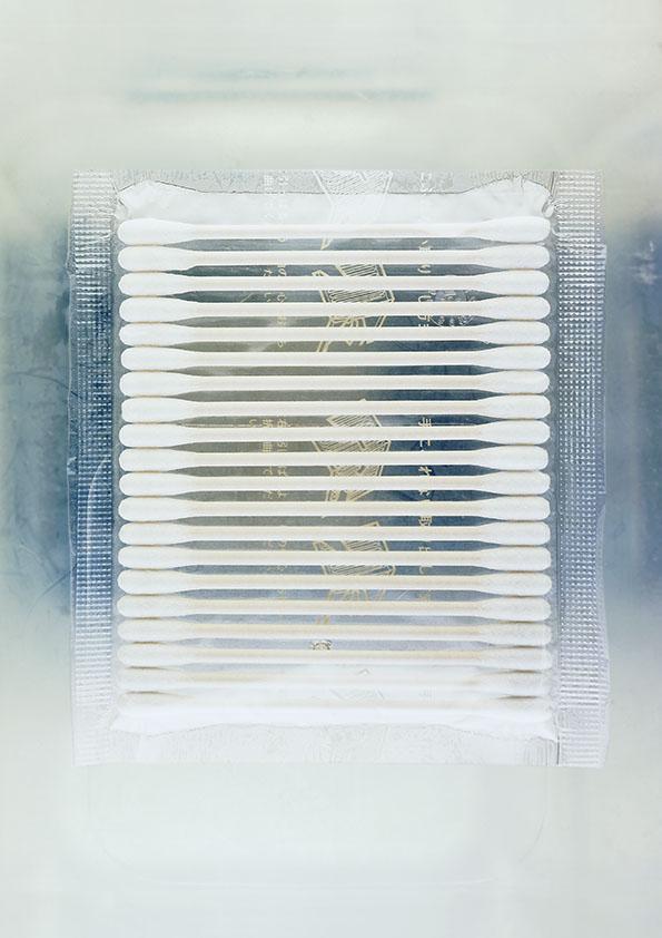 coton tige sur fond en plastique